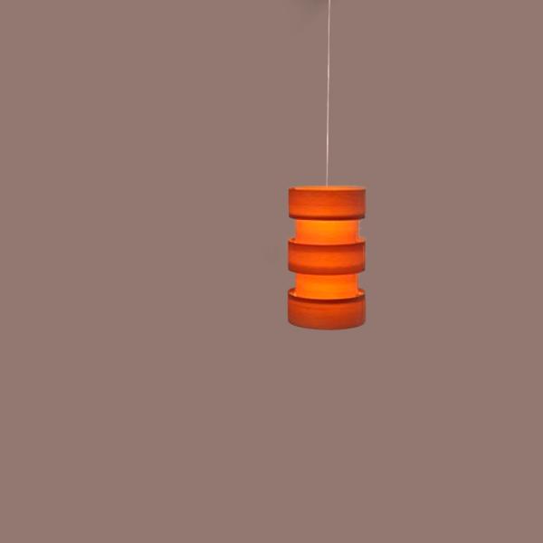 Lámpara de suspensión decorativa diseñada por Antonia Coderch Sentmenat